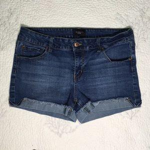 Celebrity pink blue jean short size 11/30